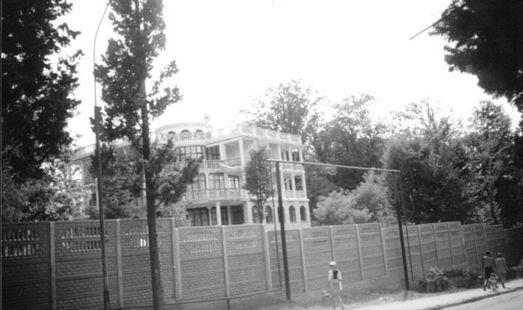 За забором – пансионат «Русь», август 2001 года