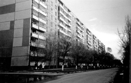 Дом № 40/60 на улице Рабочая: в нём Ландо ухитрился два раза продать одну и ту же квартиру (фото Николая Клёнова).