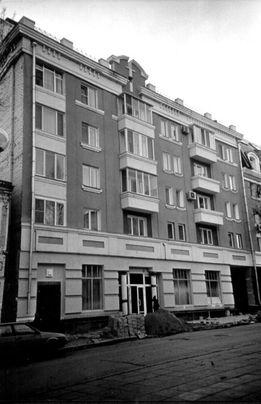 Улица Волжская, дом № 15. В этом элитном доме Ландо, по-видимому, ухитрился получить сразу две квартиры (фото Николая Клёнова).