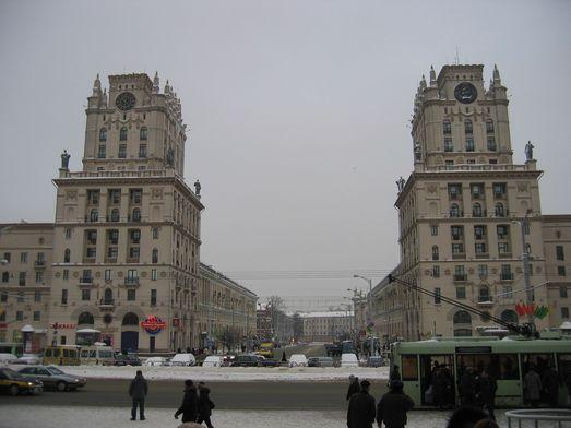 """Минск. """"Ворота в СССР"""" днём (январь 2011 года)."""