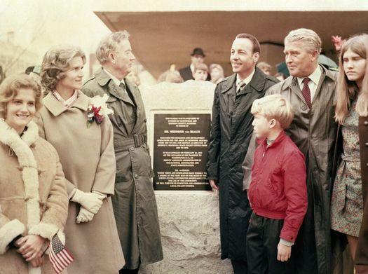 Вернер фон Браун с семьей.