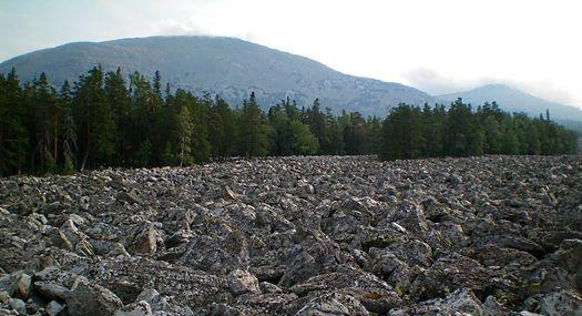 Курумник (каменная речка) недалеко от юго-восточного склона горы Малый Ямантау (фото 2010 года, автор – Ямиль Yamigos).