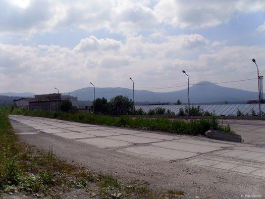 Трасса около Белорецкого ГОКаиз железобетонных плит (фото сделано в июле 2011 года, автор фото – Ямиль Yamigos).