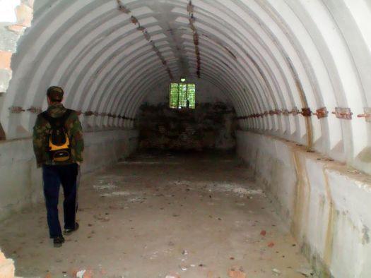 Один из малых «бункеров» у горы Ямантау, вид изнутри, фото сделано в августе 2010 года (автор фото – Ямиль Yamigos).
