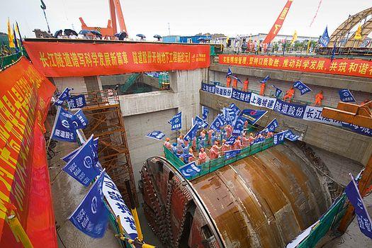 Прокладка туннелей между Шанхаем и островом Чансин завершена.