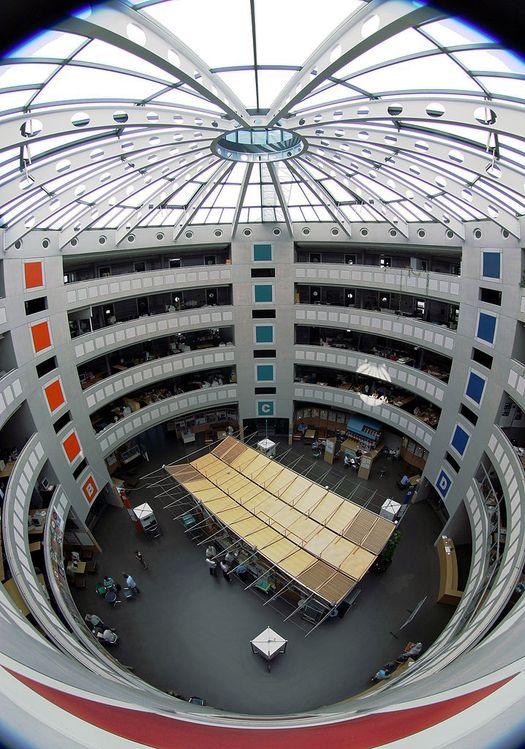 Одно из офисных зданий ЦЕРН в швейцарском городе Мэйрин.