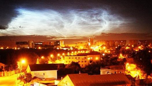 Серебристые облака с 15 на 16 июня 2013 года в небе над Челябинском.
