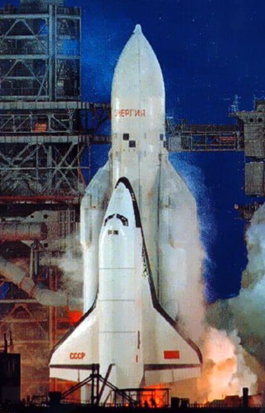 Орбитальный корабль «Буран» на борту ракеты-носителя «Энергия»: старт с космодрома «Байконур» 15 ноября 1988 года.