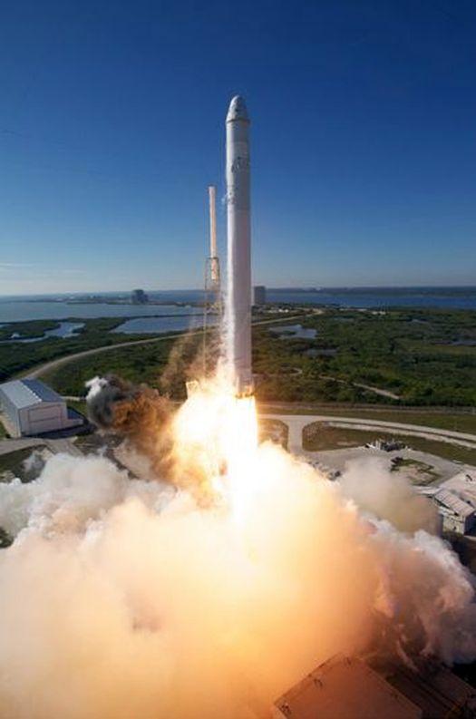 Старт ракеты-носителя «Falcon-1» компании «SpaceX» (фото – Chris Thompson/«SpaceX»).