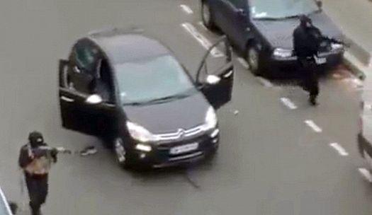 Террористы на бульваре Ришар Ленуар выбегают из своего автомобиля «Citroen C3» (фото агентства AFP, сделано с одной из камер видеонаблюдения).