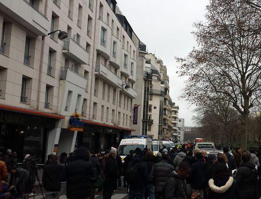 Окрестности офиса газеты «Charlie Hebdo» 7 января были оцеплены в радиусе нескольких сотен метров (автор фото – Юрий Сафронов).