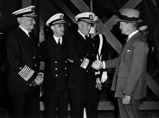 Адмиралы Нимиц, Крузен, Бёрд и секретарь ВМС США Форрестол.