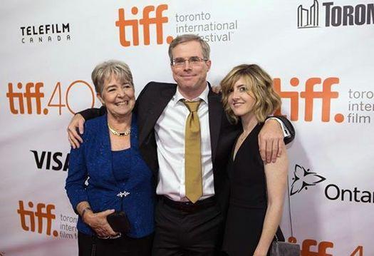 Энди Вейер,  его мама Джанет Тьюер и подруга-муза Кери Кукрел.