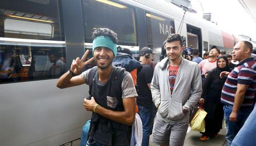 Довольный мигрант добрался до старой доброй Европы (фото – Reuters)…