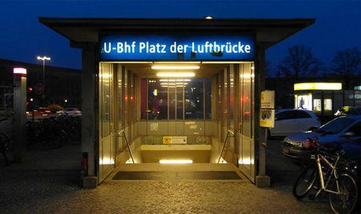Современный вид входа на станцию берлинского метро «Люфтбрюке».