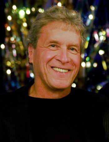 Американский писатель и активист Джон Перкинс (John Perkins; родился 28.01.1945 г.), фото ноября 2009 года: Wikipedia.org)..